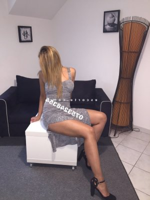 Rahnia massage érotique à Marck